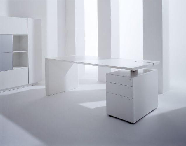 Hund-M_Desk-Schreibtisch